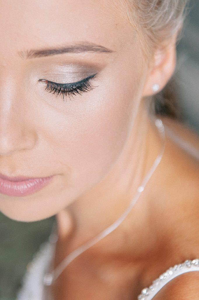 Brides make up